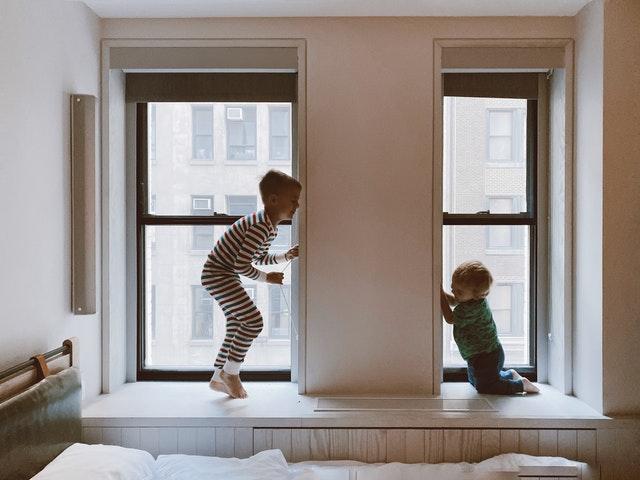 dzieci bawiące się
